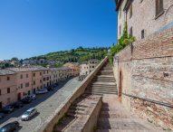 La cinta muraria di Cartoceto tornerà a splendere: arrivano 1,5 milioni di euro