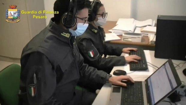 Regista e produttrice televisiva raggirati da falso consulente, i finanzieri di Pesaro bloccano la truffa