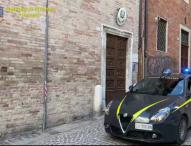 Urbino, si appropria dei soldi del fratello malato. Fiamme gialle gli sequestrano 500mila euro