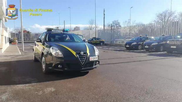 Guardia di finanza Pesaro: tolti dal mercato 110mila prodotti pericolosi