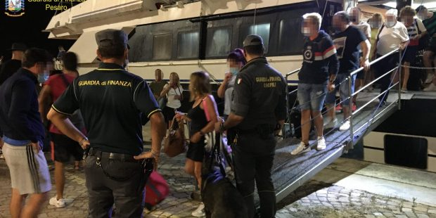 Pesaro-Fano: continuano i controlli ai prezzi dei carburanti, Fiamme Gialle segnalano 5 trasgressori